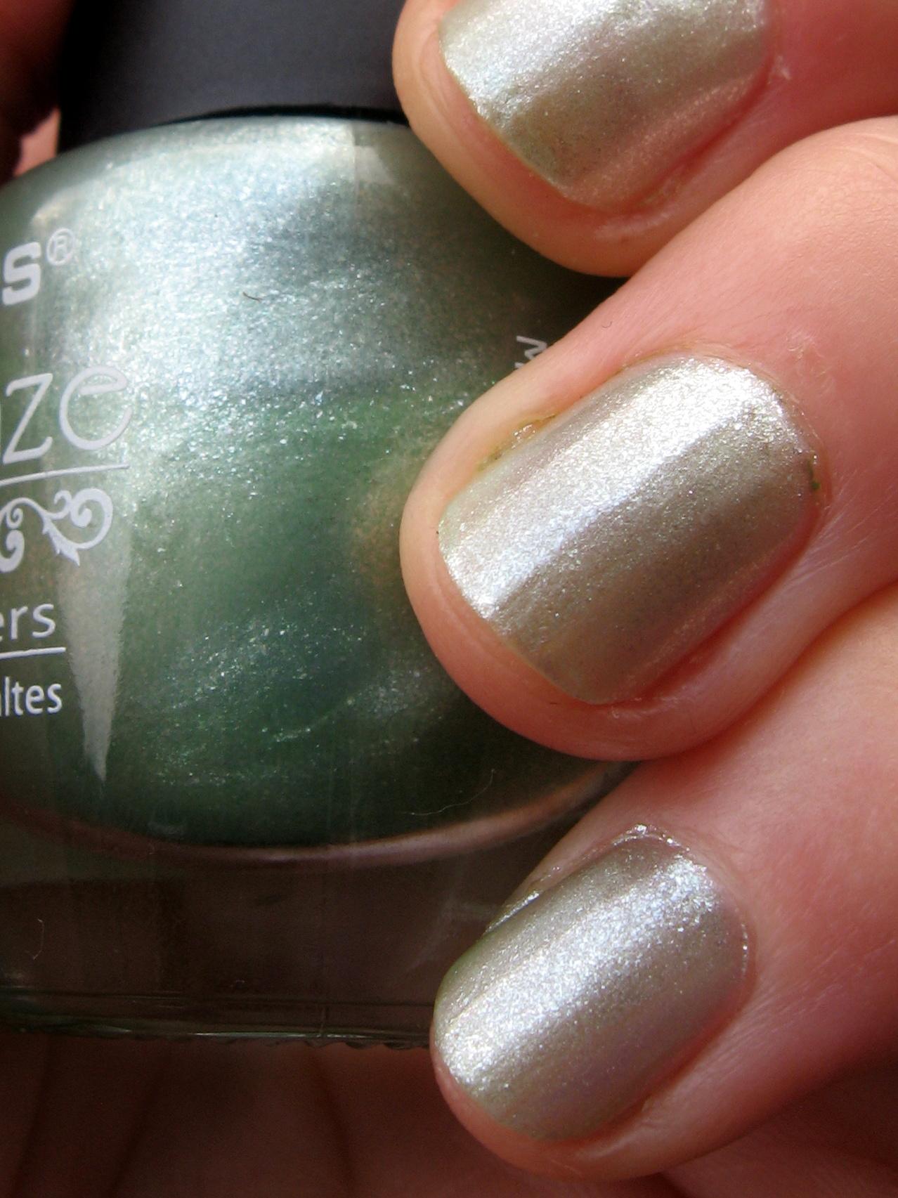 LA colors \'Green Tea\' nail polish - elafurtak