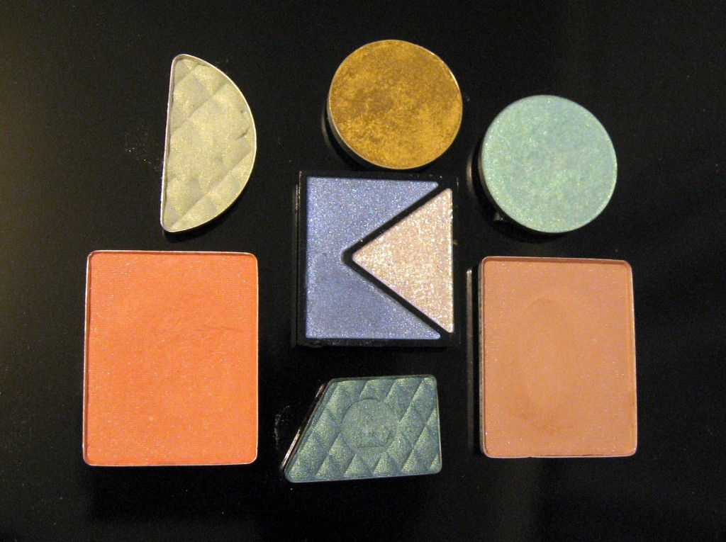 A cheap alternative to Z-palette, a way of storing depoted eyeshadows.