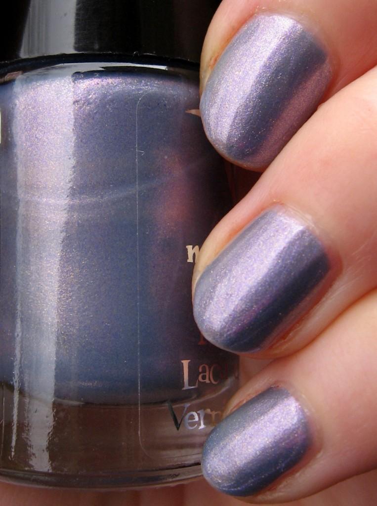 Vera Valenti B51 nail polish-swatch