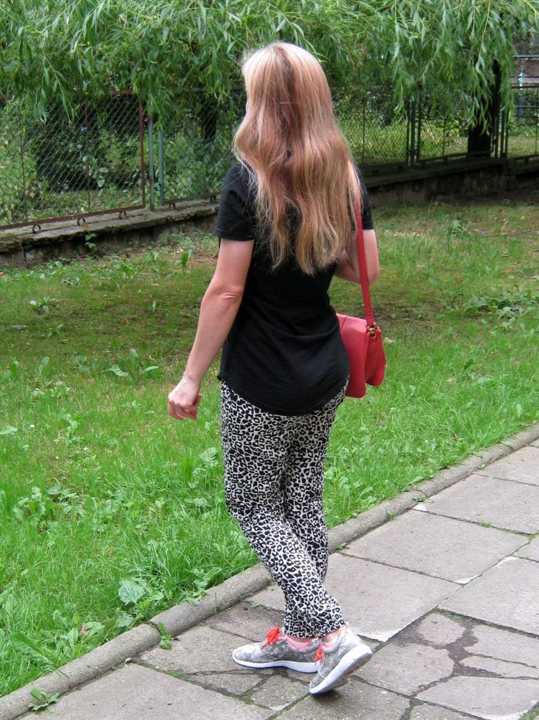 E's lookbook 'Animal print trousers'